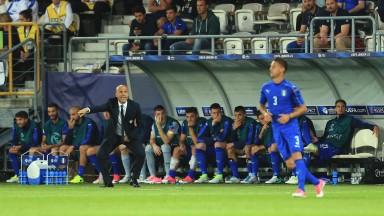 Luigi Di Biagio commands his Italy lads