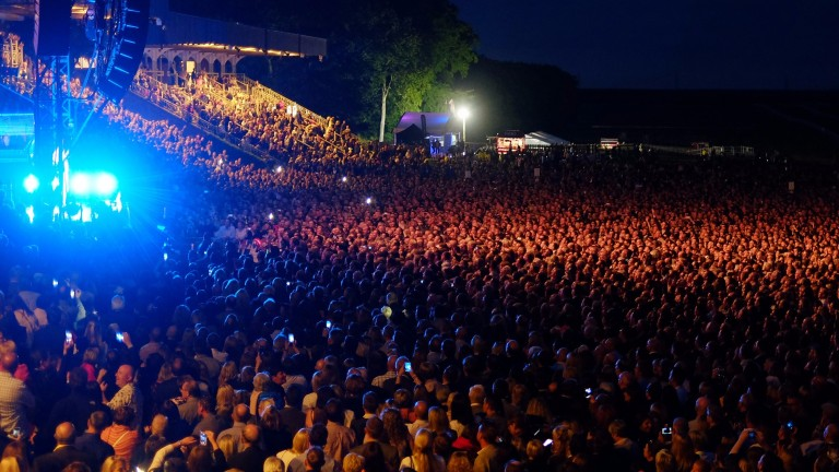A massive crowd packed into the July course to see Kylie in 2015
