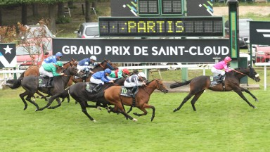 The Pascal Bary-trained Silverwave claims the 2016 Grand Prix de Saint-Cloud ahead of Erupt and Siljan's Saga