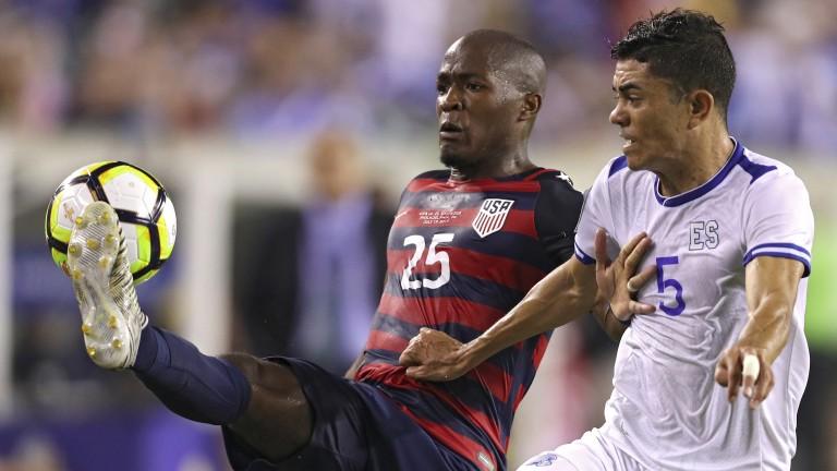 USA's Darlington Nagbe battles for the ball against El Salvador