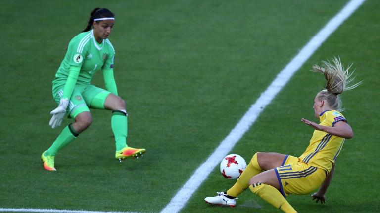 Stina Blackstenius scores for Sweden against Russia