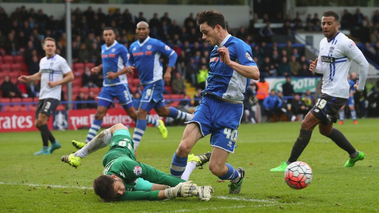 Ian Henderson is a threat for Rochdale