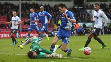 Ian Henderson is a threat for Rochdale