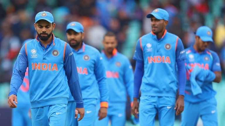 India's Virat Kohli (left) is aiming for a 5-0 drubbing of Australia