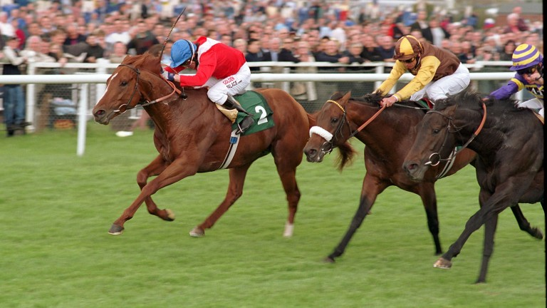 Medicean (blue cap): the Cheveley Park Stud stalwart lands the 2001 Lockinge Stakes