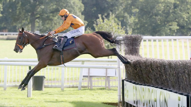 Hammersly Lake and Brian Hughes on the way to victory in the Perth contest last year