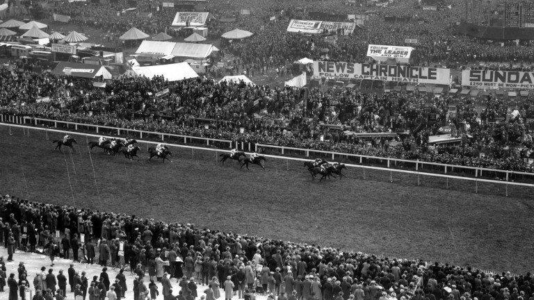 Blenheim II, ridden by Harry Wragg, wins the 1930 Derby