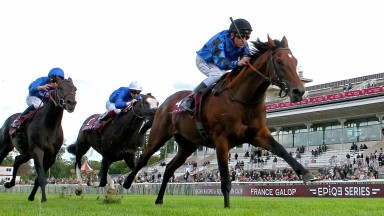 Dschingis Secret wins the Qatar Prix Foy under Arc pilot Adrie de Vries