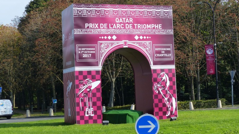 Arc de Triomphe replica on a roundabout in Chantilly