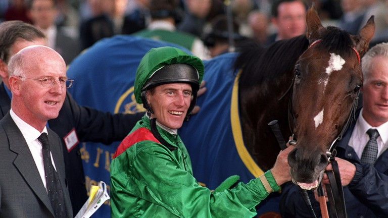 John Oxx and Johnny Murtagh with Sinndar after the Arc in 2000