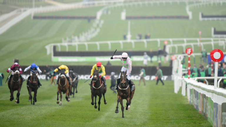 Douvan wins the Racing Post Arkle under Ruby Walsh