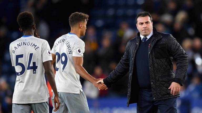David Unsworth commiserates Everton's players after their defeat at Leicester