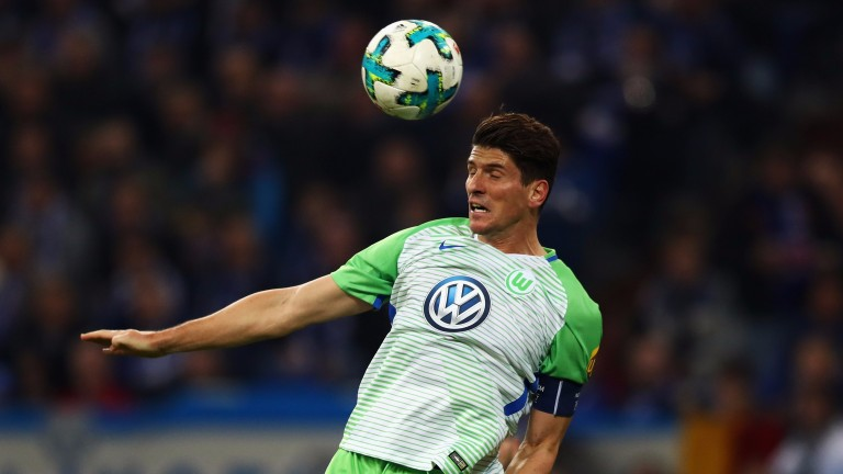 Mario Gomez and Wolfsburg are struggling for home wins