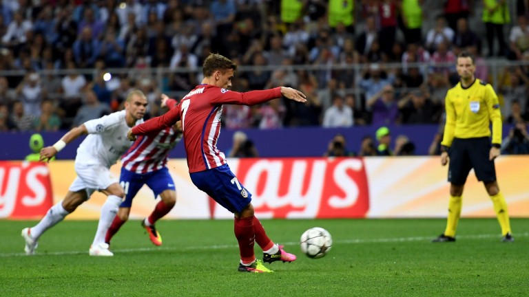 Atletico Madrid's Antoine Griezmann misses the penalty awarded by Mark Clattenburg