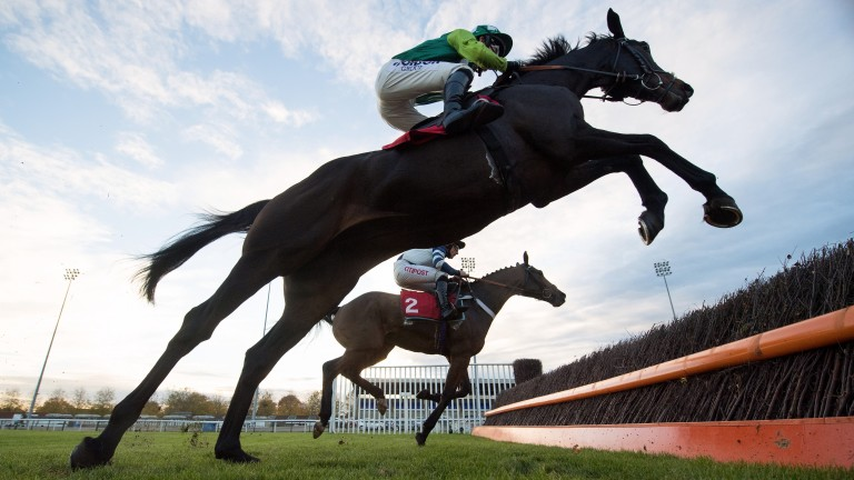 Clan Des Obeaux: young chaser made his comeback at Kempton