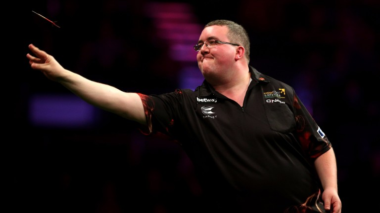 Stephen Bunting topped his group with three wins