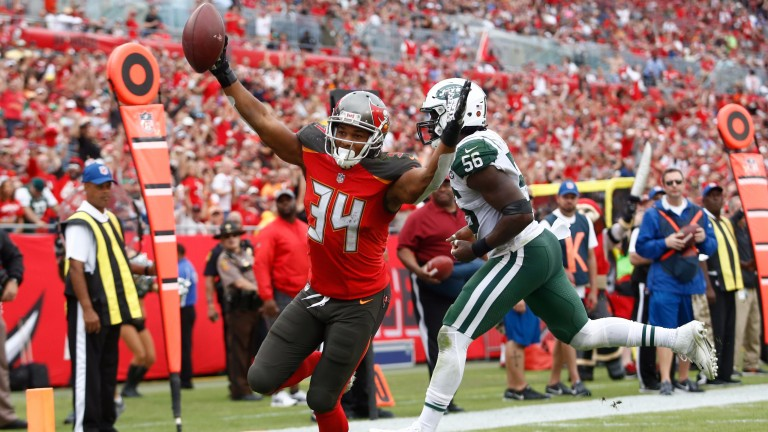 Charles Sims scores for Tampa Bay against the New York Jets