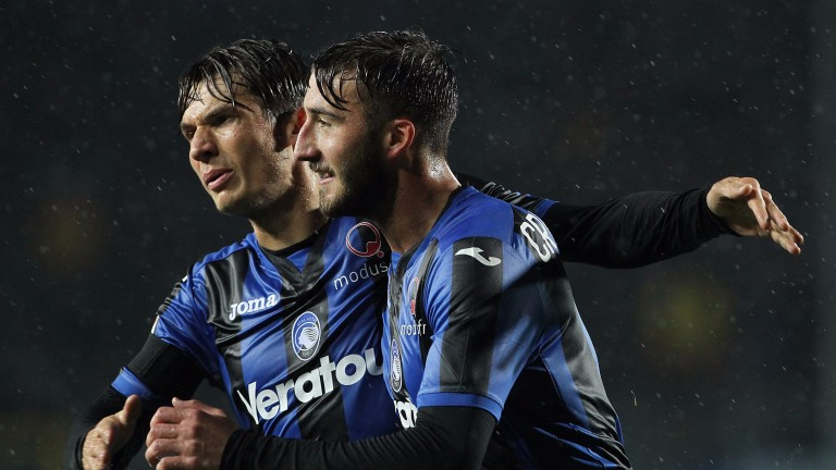 Bryan Cristante (R) of Atalanta celebrates with Marten De Roon