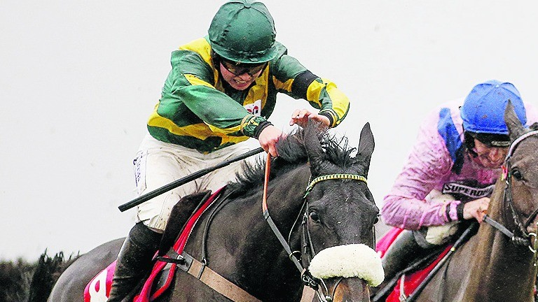Present Man wins Badger Ales Trophy at Wincanton earlier this month