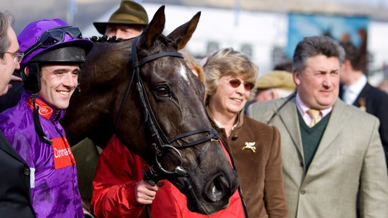 Denman poses for the cameras after victory in the 2007 Royal & SunAlliance Chase at Cheltenham