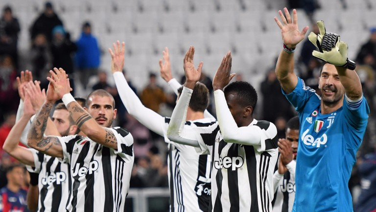 Juve players appreciate their fans after a win over Crotone