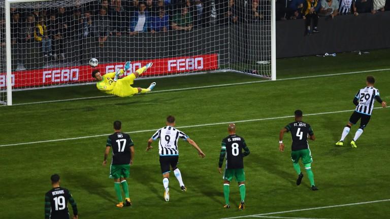 Reuven Niemeijer of Heracles scores a penalty