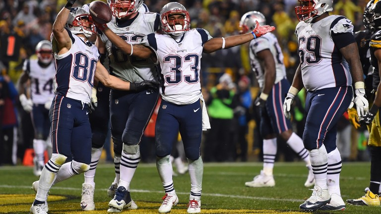 Dion Lewis celebrates his touchdown against Pittsburgh