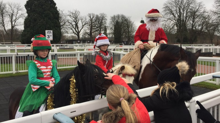 Simon Mapletoft@SimonMapletoft 3h3 hours agoSanta and his helpers have arrived at Lingfield Park - on horseback. Join the fun live on AtTheRaces from 11.35. @awchamps