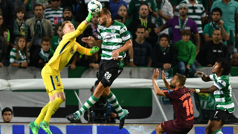 Bas Dost scored an added-time winner for Sporting on their trip to Feirense