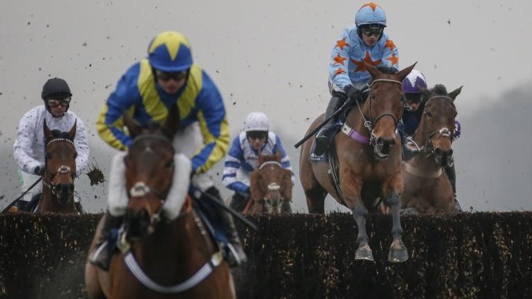 Speredek leads Un De Sceaux in the Clarence House Chase