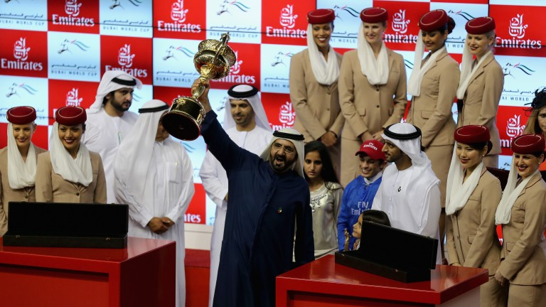 Sheikh Mohammed lifts the trophy