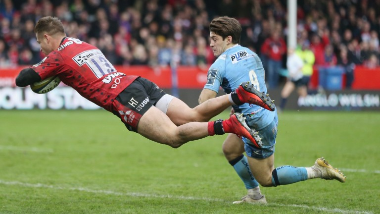 Henry Trinder scores a try during Gloucester's 47-7 Anglo-Welsh win over London Irish