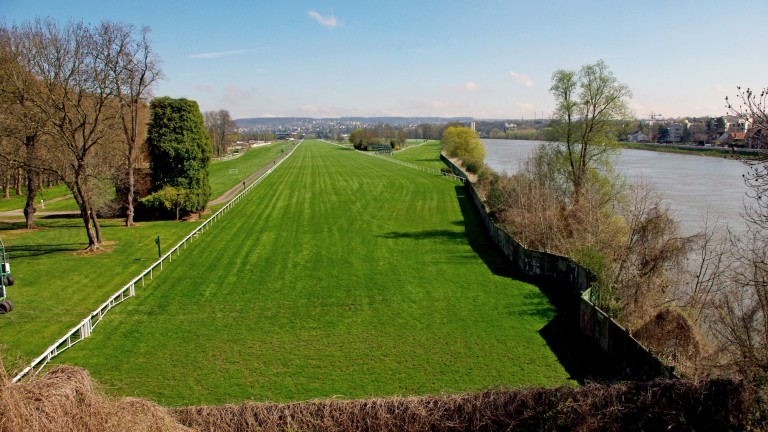 Maisons-Laffitte racecourse: situated alongside the River Seine