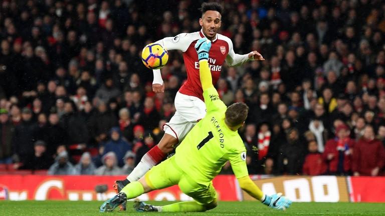 Pierre-Emerick Aubameyang scores on his Arsenal debut against Everton