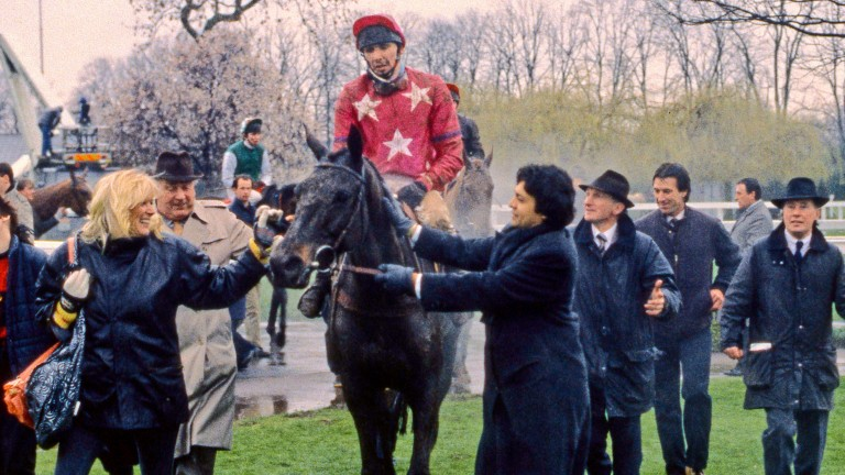Peter Scudamore returns on Bonanza Boy after winning the Racing Post Chase at Kempton in 1989