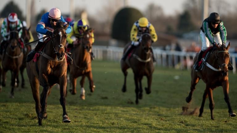 Danny Kirwan (pink cap) gets the better of Pym at Kempton