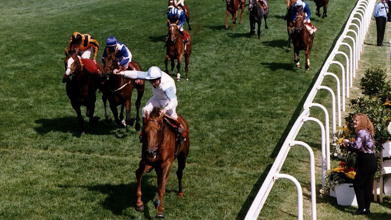 Dr Devious (John Reid) beats St Jovite and Silver Wisp (blaze) in the 1992 Derby
