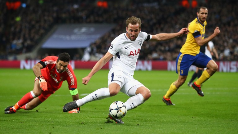 Harry Kane of Tottenham Hotspur shoots against Juventus