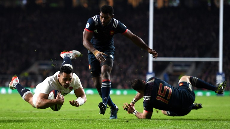 Ben Te'o scores the winning try for England against France in the 2017 Six Nations