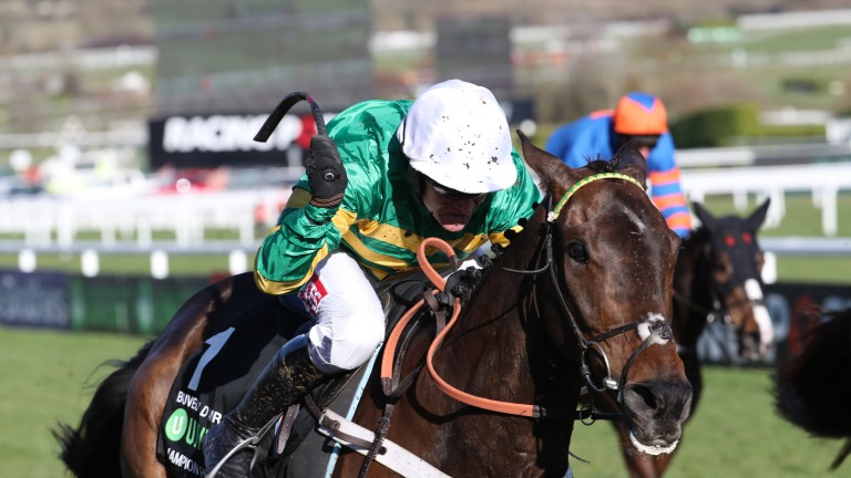 Geraghty drives for the line on Buveur D'Air