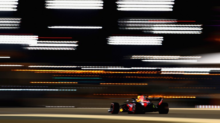 Daniel Ricciardo in action under the floodlights during qualifying