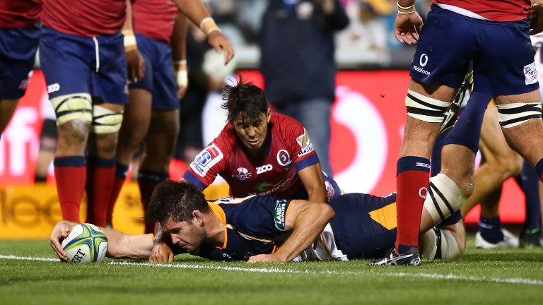 Sam Carter stretches to score for the Brumbies against the Reds