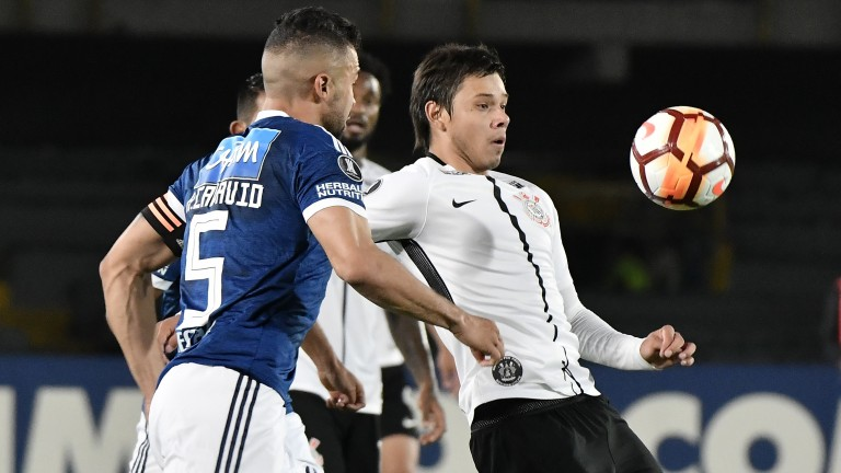 Andres Cadavid of Millonarios (left) tussles with Angel Romero of Corinthians (right)