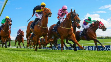 Bahamian Sunrise (Silvestre de Sousa in pink) beats Shamshon (far side) and Just The Lord (blue with yellow sash) in the Investec Asset Finance Handicap at Epsom on Wednesday