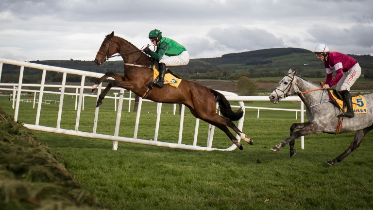 Footpad and Daryl Jacob put in another awesome leap on their way to victory