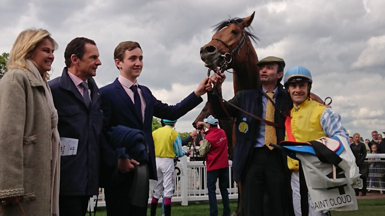 Trainer Carlos Laffon-Parias (second left) and Olivier Peslier (right) after Recoletos won the Group 2 Prix du Muguet at Saint-Cloud