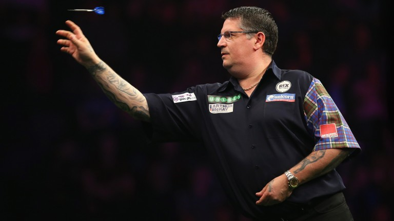 Gary Anderson in action against Simon Whitlock in Manchester