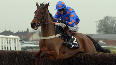 Kings Lad: beat Antony in a great finish to the feature 3m2f chase