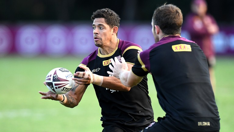 Dane Gagai passes the ball during a Queensland Maroons training session