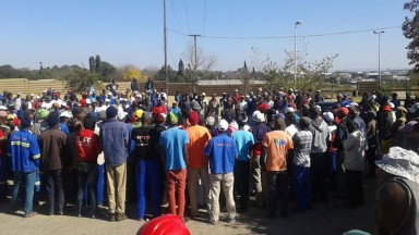 Grooms at Randjiesfontein race course striking for better wages